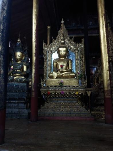 Nga Hpe Kyaung (Jumping Cat Monastry)