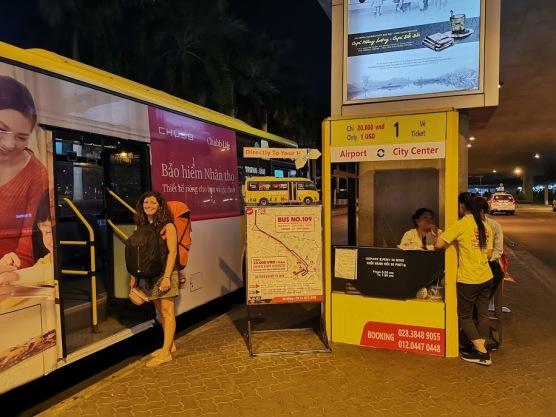 şehir merkezine giden otobüs durağı