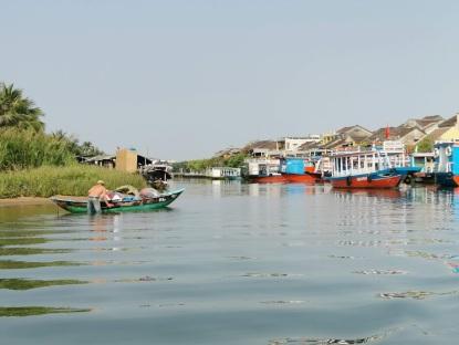 kasabaya doğru tekne yolculuğumuz