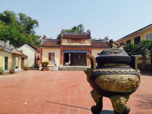aile tapınağının orta kapısı