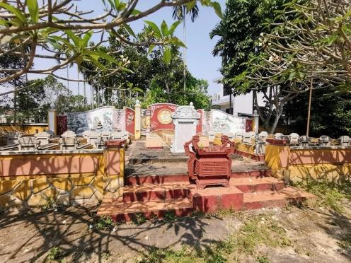 aile tapınağının içindeki mezarlık