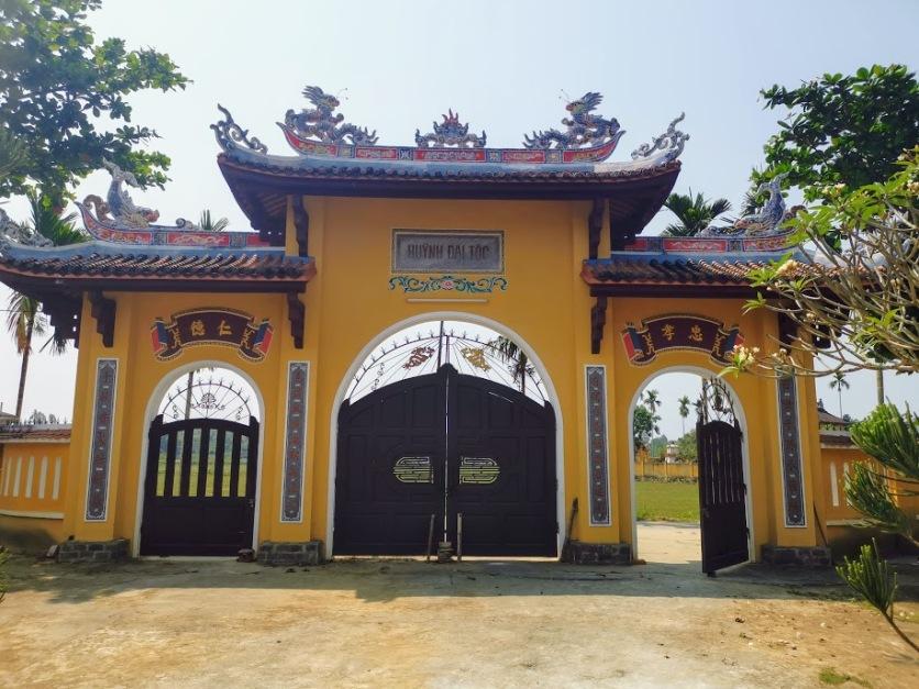 aile tapınağının en dış kapısı