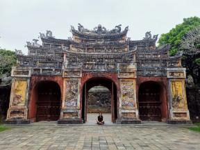 Hien Lam Pavilliona geçiş kapısı