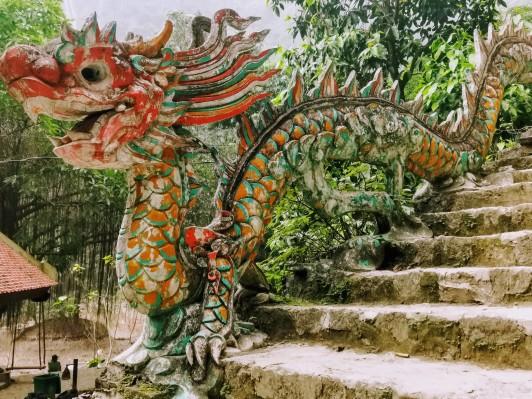 Merdivenlern başındaki ejderha