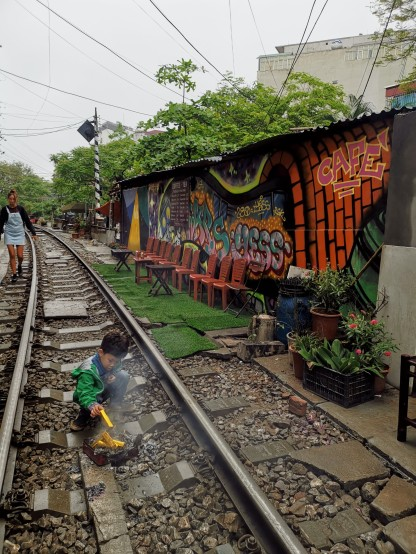 tren sokağında külçe altın kayan çocuk