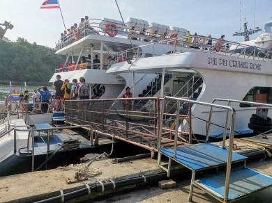 Phuket'ten Phi Phi Adasına feribot yolculuğu