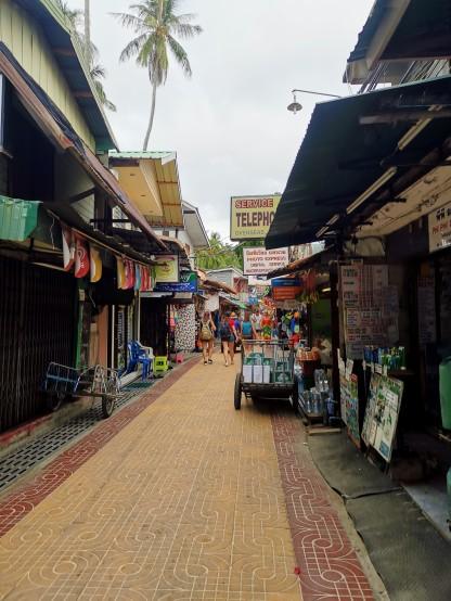 Phi Phi Adasında bir sokak